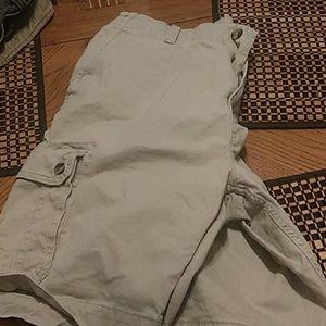 Old Navy Mens cargo short, light tan, size 38.
